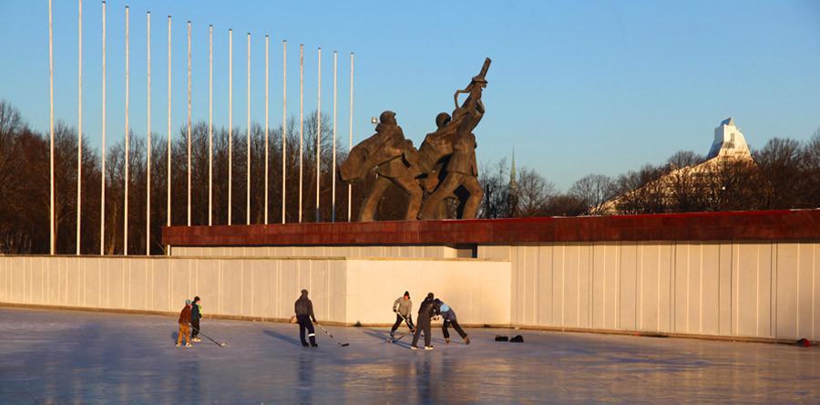 Em Riga, com os letões: Parte II