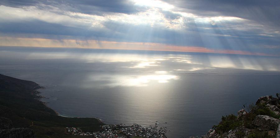 Um dia iluminado na Table Mountain